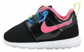 nike-roshe-run-babysneaker-zwart-blauw-en-roze